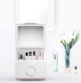 Beautigloo the Refrigerated Beauty Box by Clara Lizier.png